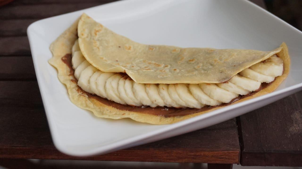 crepe with hazelnut spread & bananas