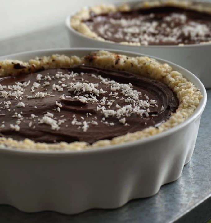 raw vegan cacao coconut avocado tartelette