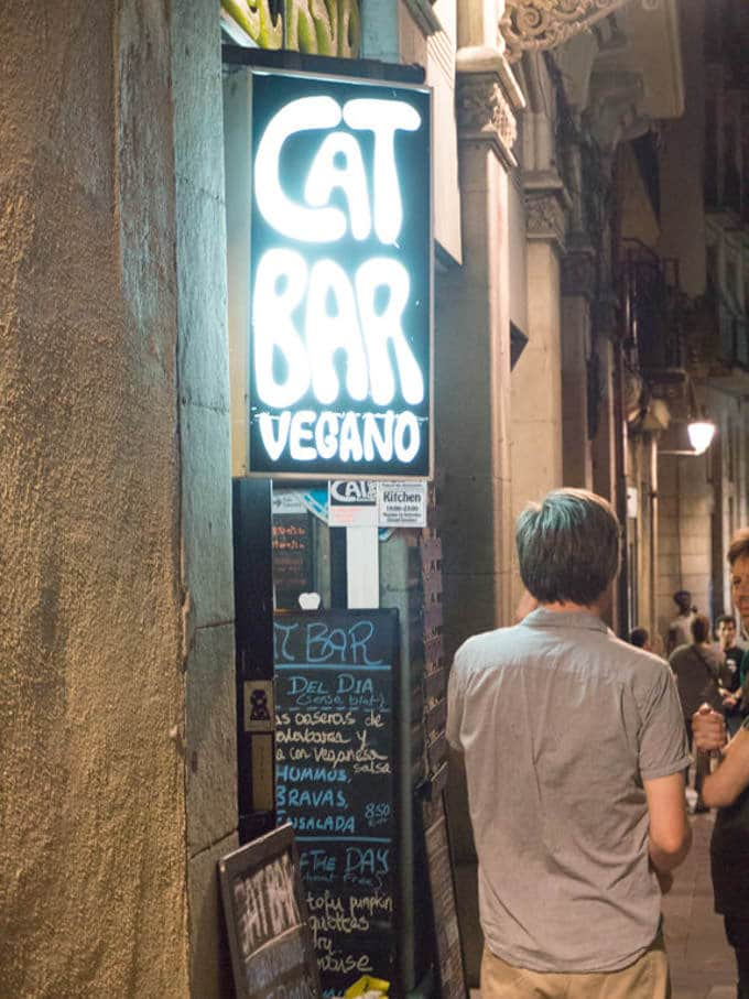 Vegan in Barcelona Catbar | ElephantasticVegan.com