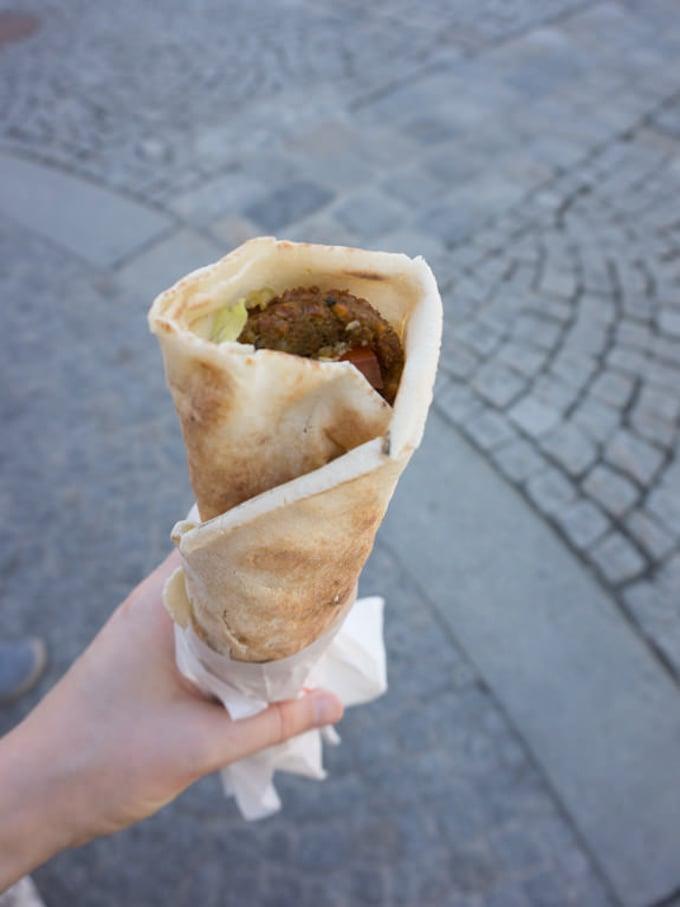 Vegan in Linz - Falafel Wrap Big Joe| ElephantasticVegan.com