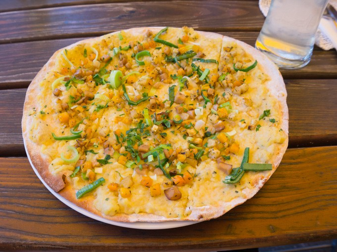 Vegan in Linz - Flammkuchen Donauwirtinnen | ElephantasticVegan.com
