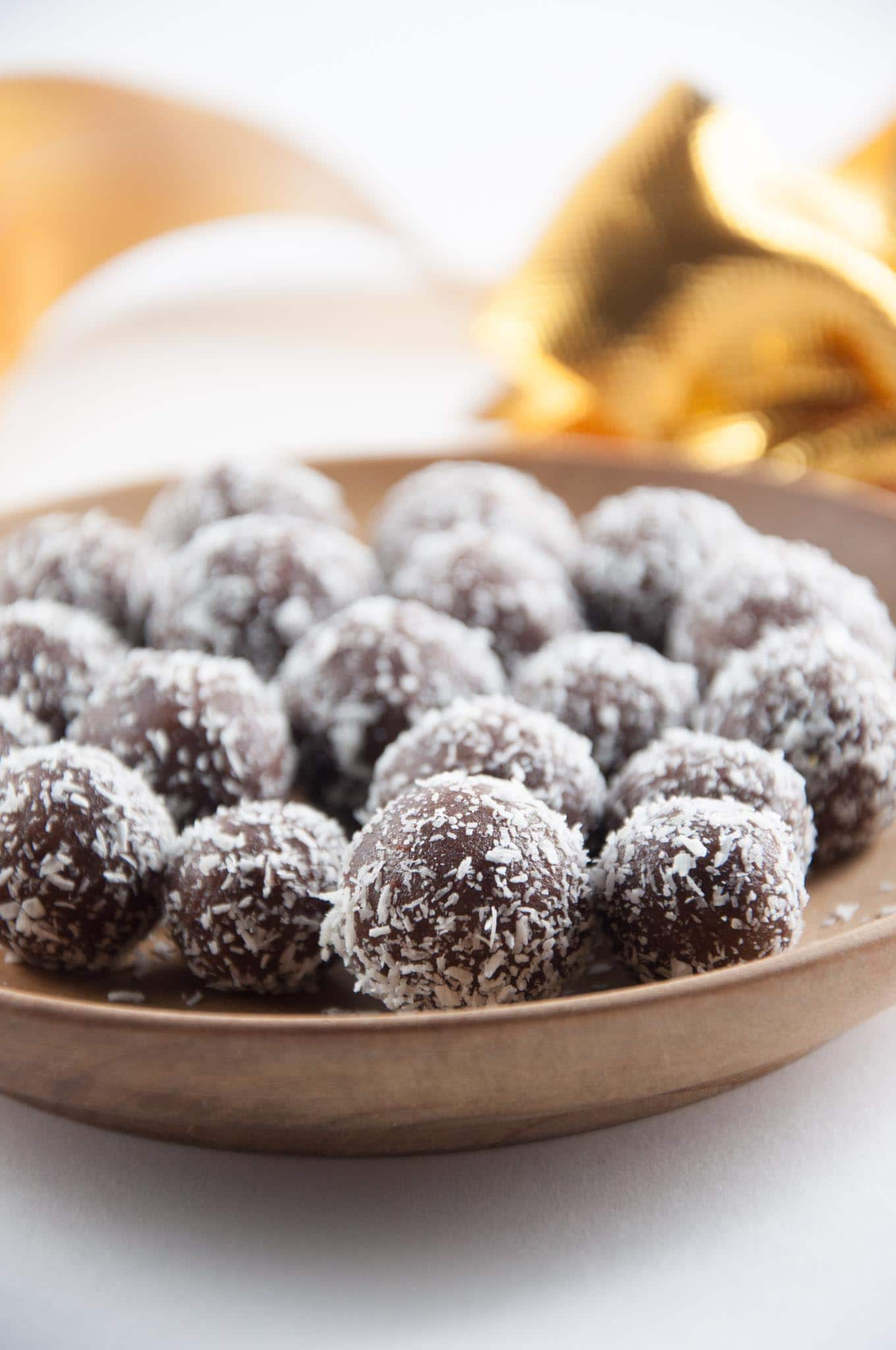 No-Bake Marzipan Rum Balls + Holiday Cookie Party (vegan & gluten-free ...