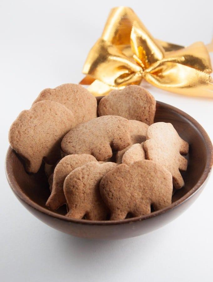 Molasses-Free & Vegan Gingerbread Cookies | ElephantasticVegan.com