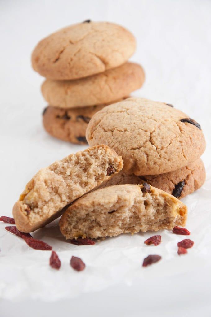 Ginger Goji Cookies | ElephantasticVegan.com