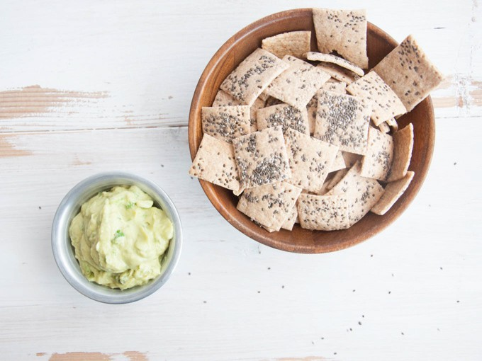 Healthy & Vegan Spelt Chia Crackers | ElephantasticVegan.com