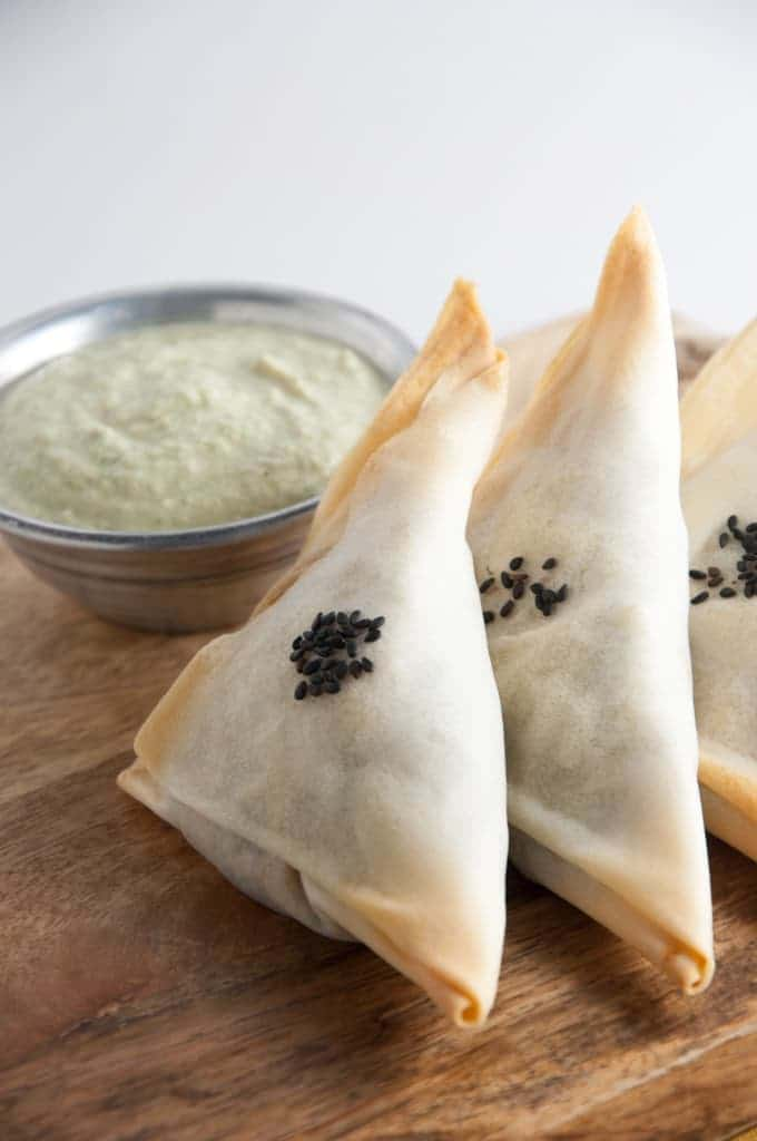 Baked Samosas filled with potatoes and spinach (vegan)