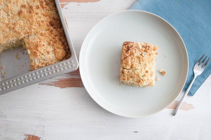 Vegan Rhubarb Crumble Cake | ElephantasticVegan.com