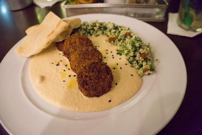Bratislava Re:Fresh Falafel with Hummus, Pita Bread and Tabouleh | ElephantasticVegan.com