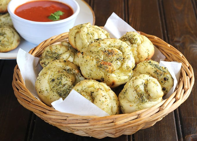 Garlic Knots - Cook with Kushi