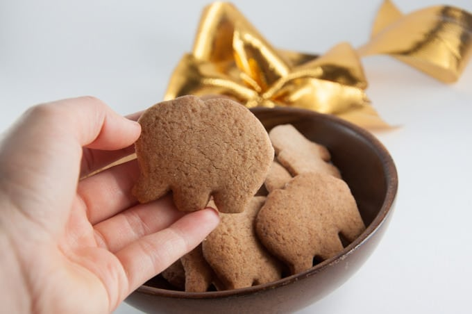Molasses-Free Vegan Gingerbread Cookies | ElephantasticVegan.com