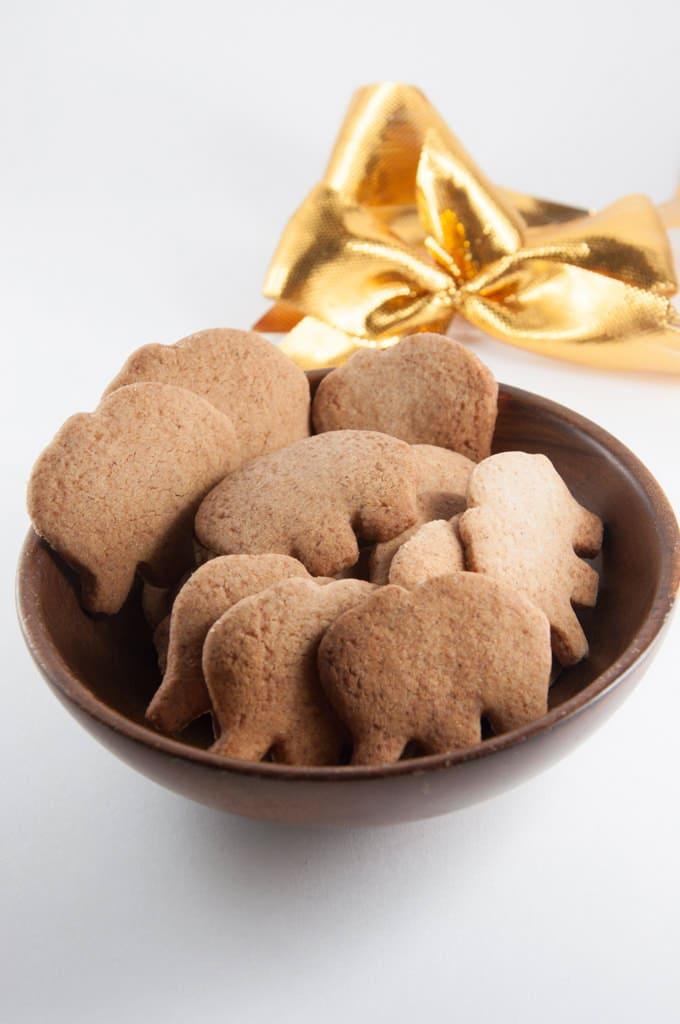 Molasses-Free Vegan Gingerbread Cookies | ElephantasticVegan.com