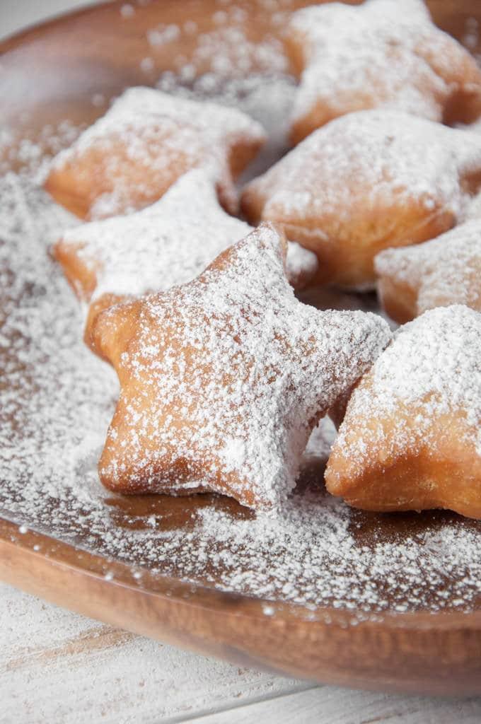 Powdered Sugar Snow Star Donuts (vegan) | ElephantasticVegan.com