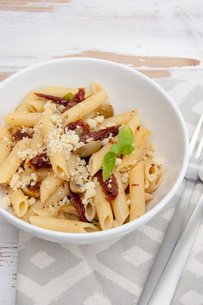 Mediterranean Pasta with Almond Feta (vegan) | ElephantasticVegan.com