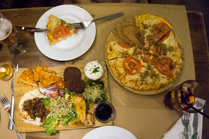 Vegetalia - vegan selection of starters and pizza