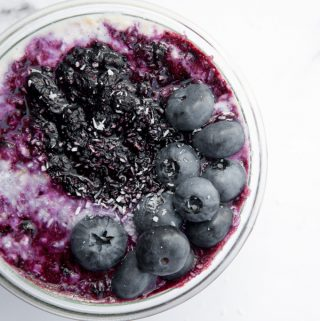 Vegan Blueberry Overnight Oats | ElephantasticVegan.com