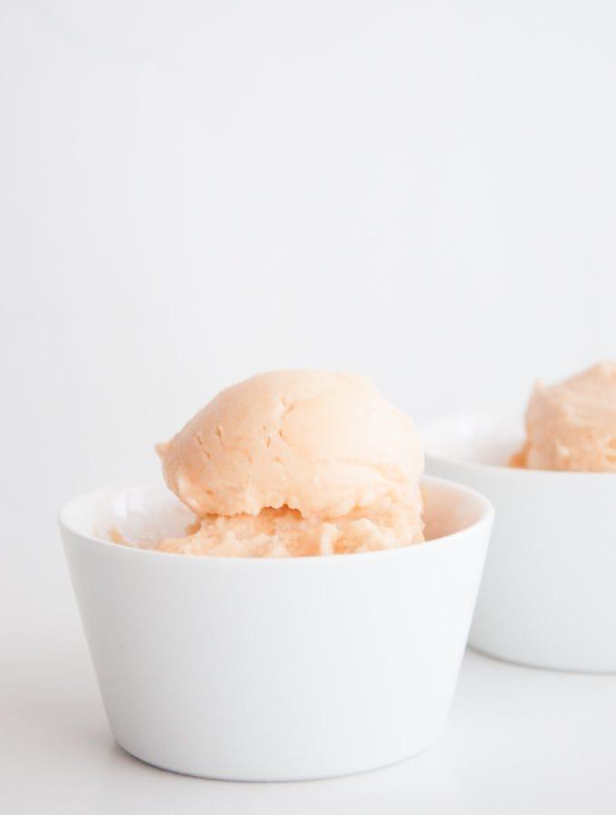 Veganes Zuckermelonen-Eis aus 2 Zutaten | ElephantasticVegan.com