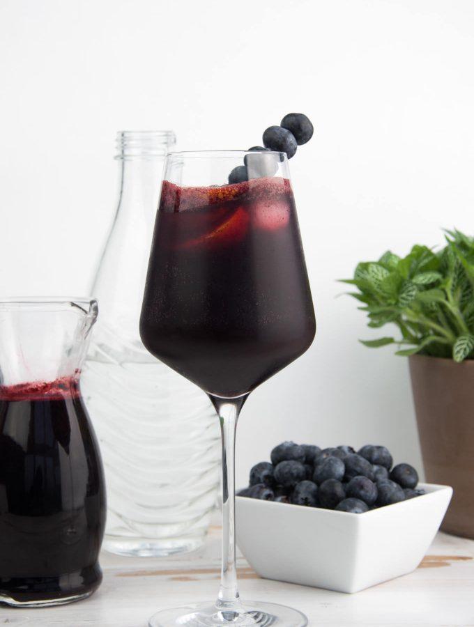 Heidelbeer-Gin-Fizz