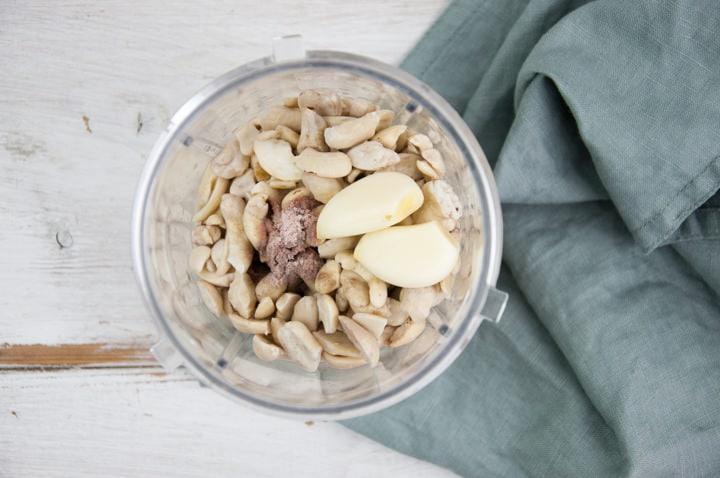 cashews, water, kala namak, lime juice and garlic in a blender