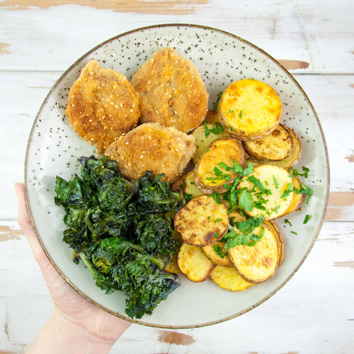 Kalettes, Schnitzel and oven-baked potato slices
