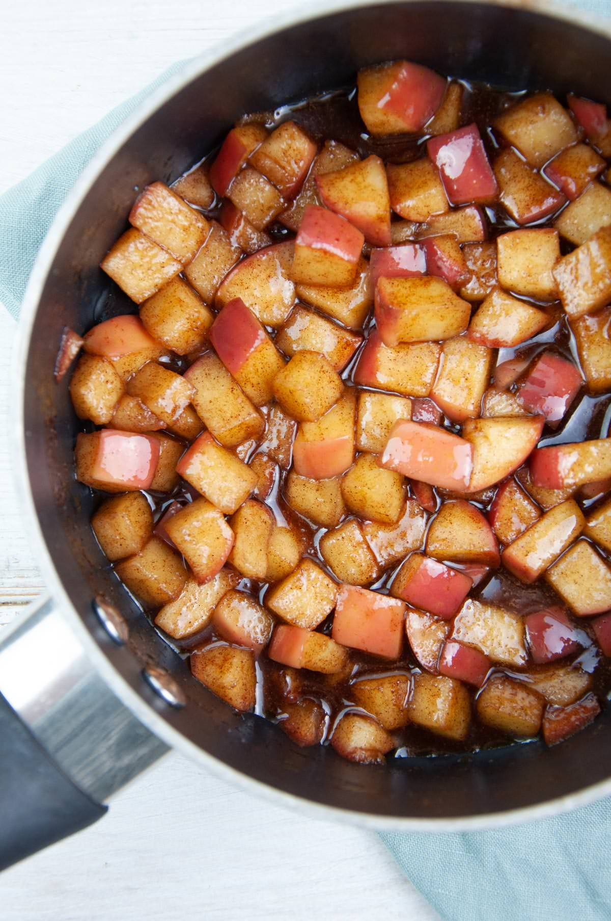 stewed apples in pot